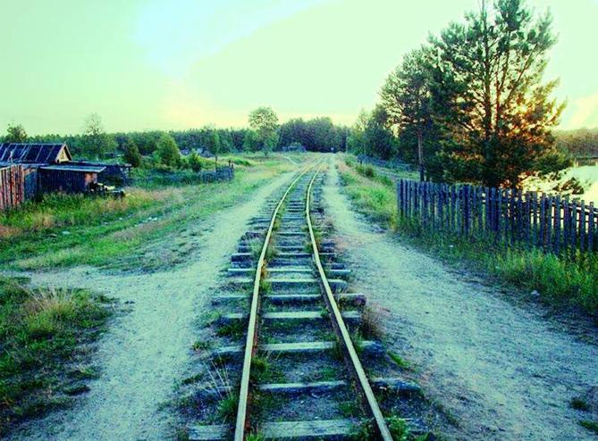 Узкая колея железной дороги