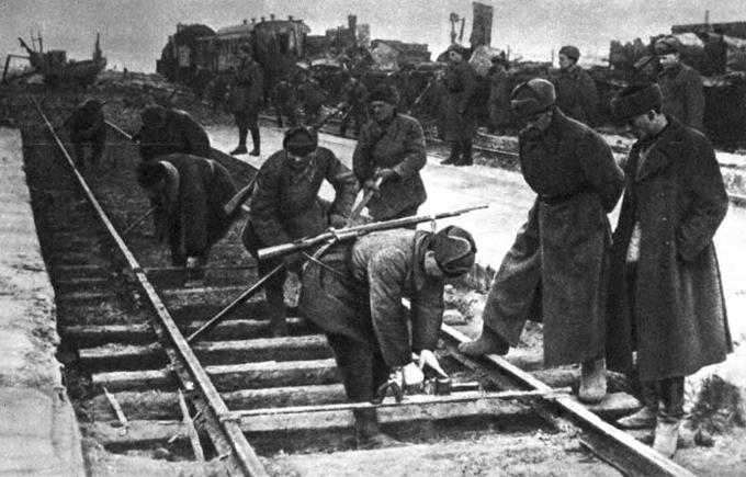 Восстановительные работы во время войны